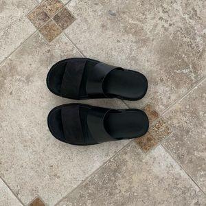 Vince black leather sandals size 7 (40)